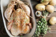 In Amerika is de kalkoen hét pronkstuktijdens zowel Thanksgiving als kerst, maar ook in Nederland wint hij steeds meer aan populariteit.Omdat we het graag iets makkelijker voor je maken, delen we dit jaar onze favoriete receptvideo van Jamie Oliver voor een simpele, maar goddelijke kalkoen. Hoe simpel het ook kan zijn, het garen van een […]