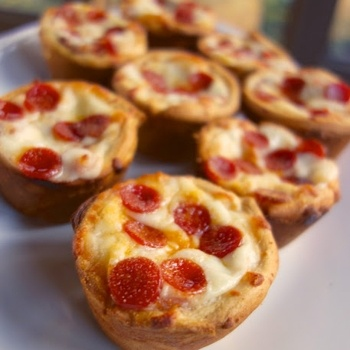 Deep Dish Pizza Cupcakes.  OMG - simple, quick, easy.  Must try these. #weePLAN