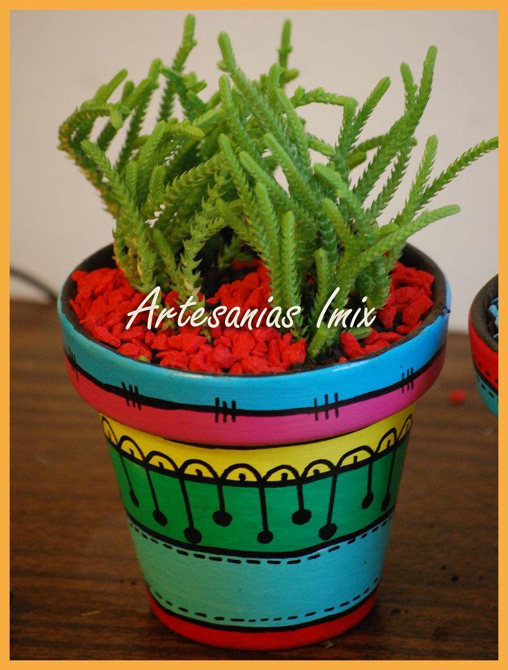 Macetas de barro pintadas a mano (cactus), $22 en https://ofelia.com.ar