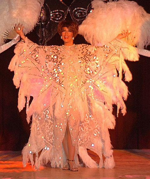 JAMES BOND 007 themed ENTERTAINMENT TO HIRE - Gorgeous Shirley Bassey lookalike  UK Entertainment Agency - Manchester, London, Brighton and Birmingham www.calmerkarma.co.uk  Tel:  020 3602 9540