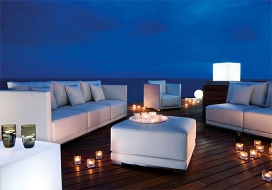 Sleek and modern outdoor Belgian furniture designed by Manutti. #design #furnituredesign #outdoorfurniture