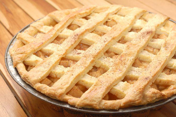 Americano parece ser obcecado com torta de maçã. Descobri o motivo depois de fazer esta receita. Era a que tinha a melhor avaliação lá no All Recipes. É divina, simples…