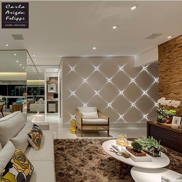 Apartamento em Santos by Carla Fellippi! Amei o efeito de iluminação das arandelas na parede ❤️ @homeluxo