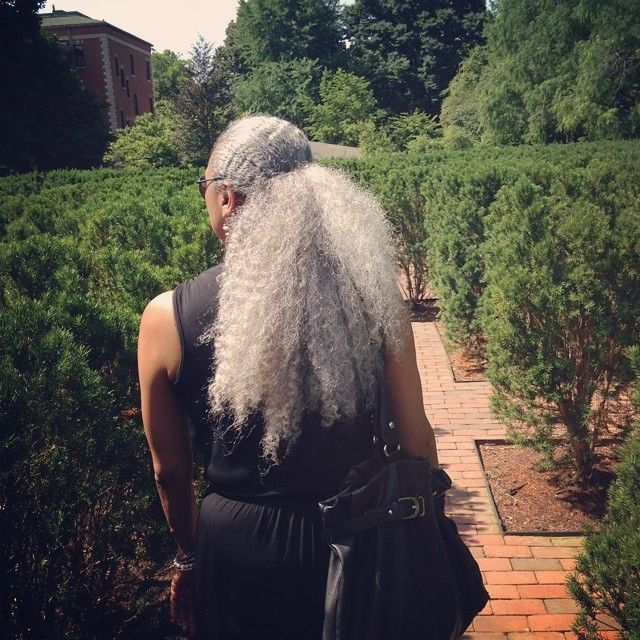 "747 Likes, 41 Comments - Daisha (@iamthedaisha) on Instagram: ""Please take in the enormity and royal aura of my mothers mane #thatisall #carryon """
