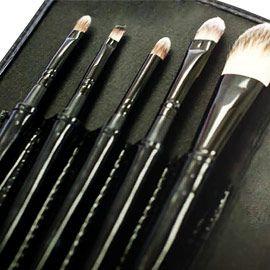 Colour Caress Make-up Brush Set. http://www.anniquedayspa.co.za/eb_product/make-brush-set/