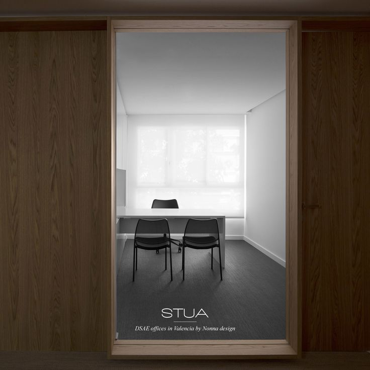 Nonnadesign has designed this office for DSAE advisory firm in Valencia with the new black Gas chairs from STUA.