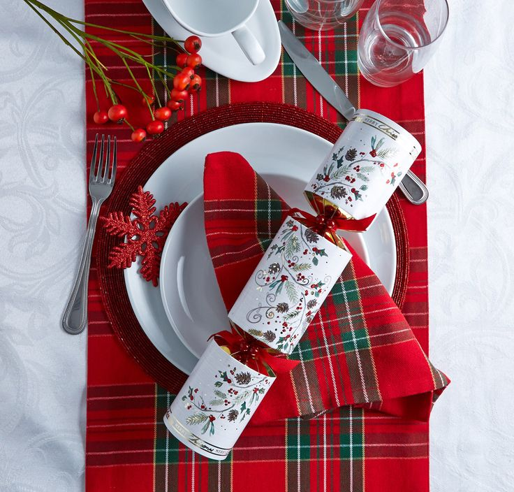 Make it festive with Christmas tableware