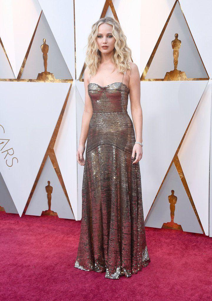 1b6b0ea4e Jennifer Lawrence in Christian Dior. Alfombra Roja
