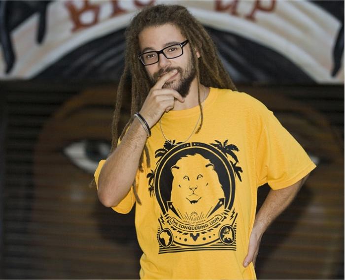 Pull Up Wear – Printemps / Eté 2013    Une fois n'est pas coutume, voilà une collection qui devrait séduire les roots boys du monde entier. Pull Up Wear est une marque de vêtements créée à Barcelone en 2005 et avec pour inspiration la musique et la culture jamaïquaine…    http://www.grafitee.fr/tee-shirt/pull-up-wear-printemps-ete-2013/    #Lifestyle #Fashion #TShirts #Apparel #Barcelona #Jamaican #Culture