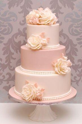 Der Brauch der Hochzeitstorte entstand im 19. Jahrhundert und ist heute nicht mehr wegzudenken. Die dekorative und künstlerische mehrstöckige Torte ist das H...