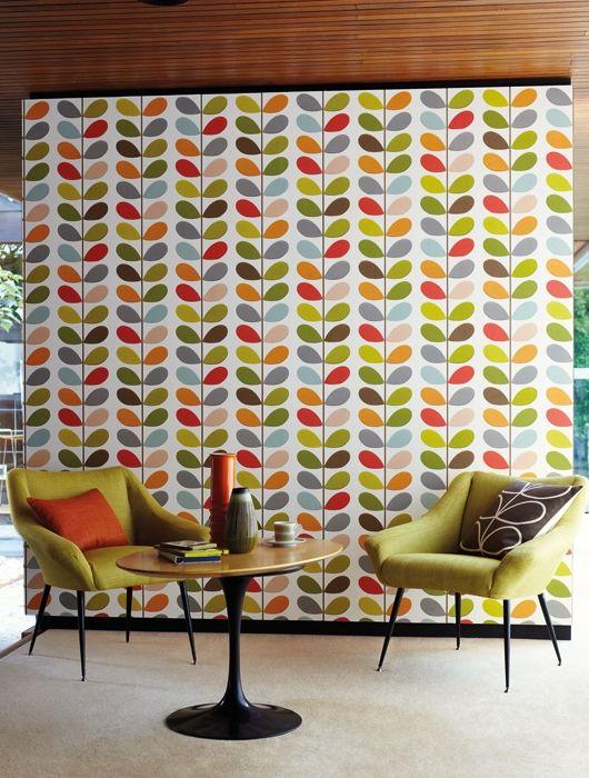 Vintage La stilista e designer Orla Kiely ha all'attivo molti decori su carta da parati ripetuti su tessuto. In foto, Multi Stem fornita in rotoli da 52 cm x 10 m