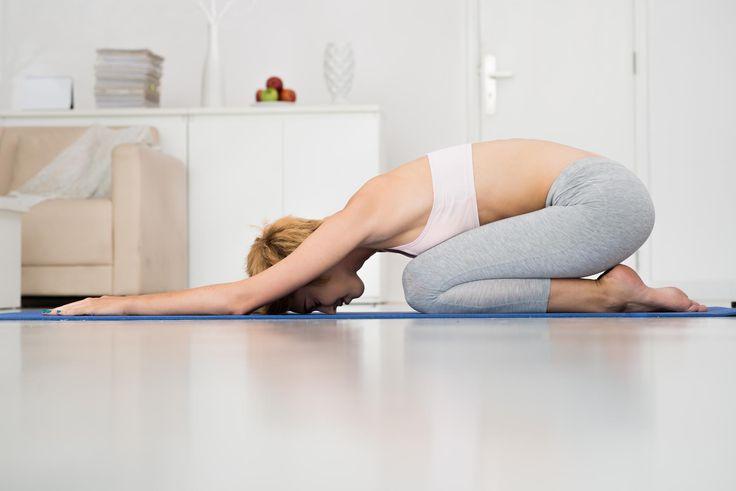 Stress, tensions… 5 exercices de yoga à faire chez soi ou au bureau pour se détendre   Le Figaro Madame