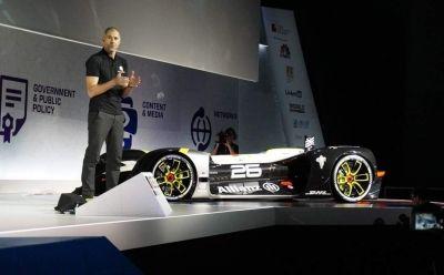 Первый беспилотный гоночный автомобиль Robocar