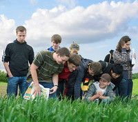 """Agrarwissenschaften und Gartenbauwissenschaften, Bachelor of Science  Technische Universität München  Die Grundlage des agrar- und gartenbauwissenschaftlichen Studiums in Weihenstephan ist der Bachelor of Science """"Agrarwissenschaften und Gartenbauwissenschaften"""".   Er vermittelt eine fundierte Ausbildung in den ingenieur-, natur- und biowissenschaftlichen Gebieten der Agrarwissenschaften. Die Absolventen dieses Bachelorstudienganges sind breit und fundiert ausgebildete..."""