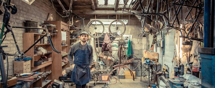 Er is aantal workshops dat de geweldigste fietsen met een knipoog naar het verleden maakt. Zo lieten we je bijvoorbeeld al kennismaken met Veloretti, Chiossi en Horse Cycles. Het Hamburgse Le Vélo voegen wij nu toe aan het rijtje workshops die wij in de gaten houden voor de vetste vintage fietsen, kijk zelf maar eens […]