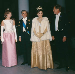 President and Mrs. Kennedy greet the Shah and the Shahbanou of Iran. 04/11/1962