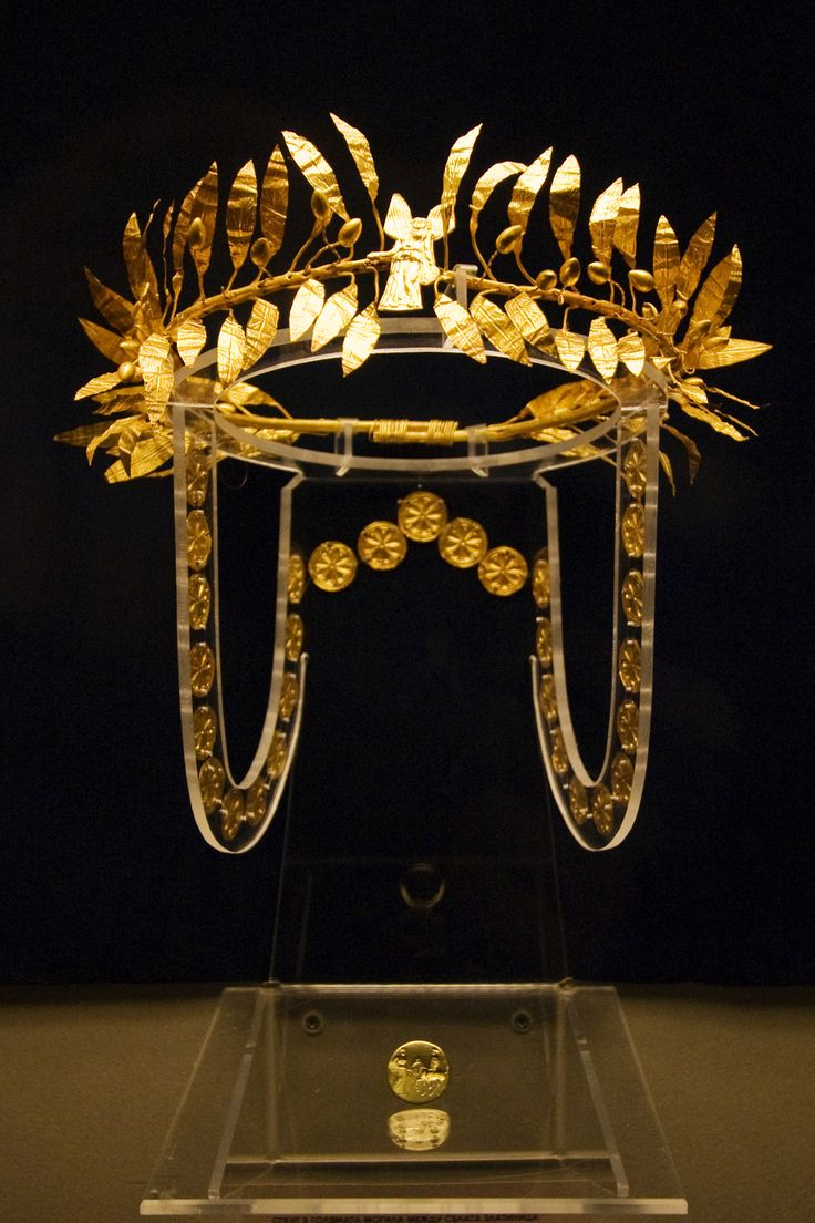 RosamariaGFrangini | High Jewellery Ancient | A golden wreath and ring from the burial of an Odrysian Aristocrat at the Golyamata Mogila tumulus mid-4th century BC.