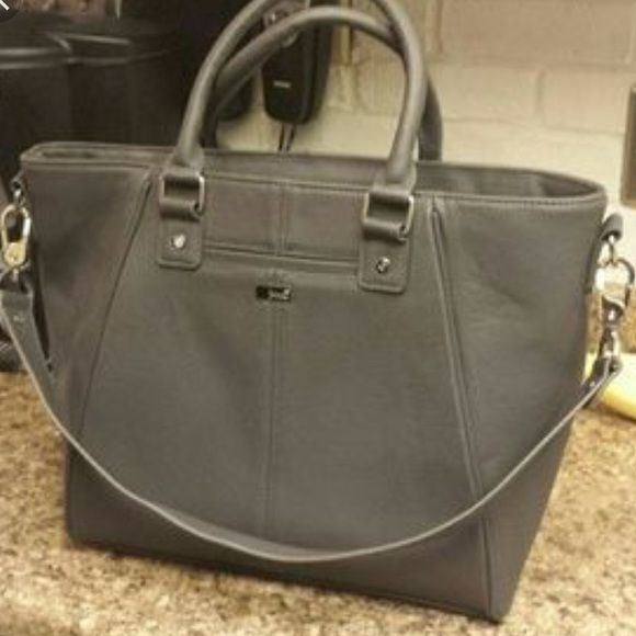 Diamond District Thirty One Purse Charcoal Snake , comes with strap. Very good condition. Thirty One Bags Crossbody Bags