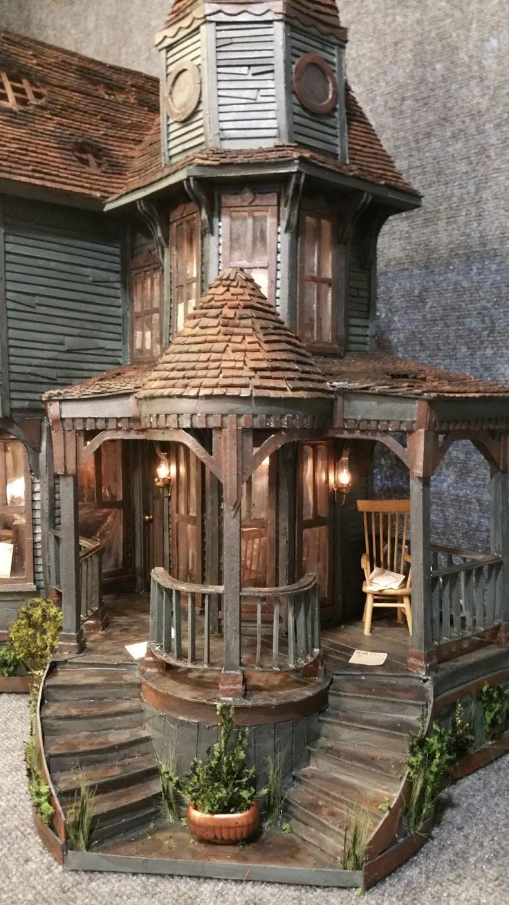 25 best ideas about miniature houses on pinterest doll for Mini mansions houses