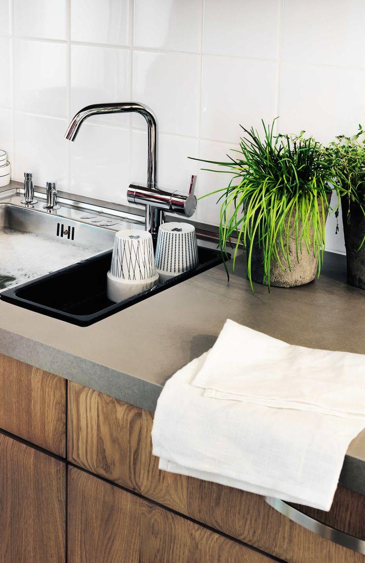 Marbodal Ekerö ek med bänkskiva i laminat Gomera och vask Intra Frame