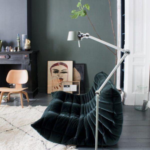 Vloerlamp Van Nederlands Ontwerp In Prachtige Huiskamer