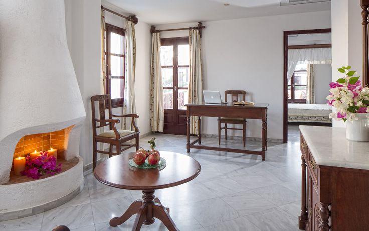 Veggera Luxury Suites Hotel Santorini, Perissa Beach