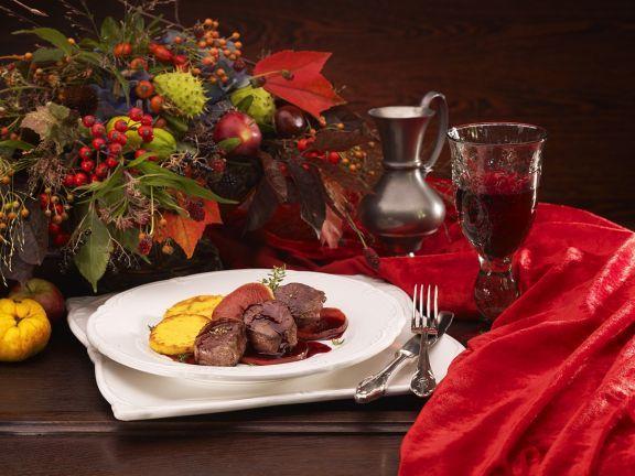Rehfilet mit Rotweinäpfeln und Polentaplätzchen ist ein Rezept mit frischen Zutaten aus der Kategorie Reh. Probieren Sie dieses und weitere Rezepte von EAT SMARTER!