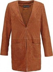 Wow wat een mooie bruine leren jas. Misschien wel wat aan de warme kant nu maar hij is wel in de uitverkoop dus alvast een jas voor de herfst inslaan misschien? #mode #dames #jas #bruin #women #fashion #coat #jacket #leather #brown #sale