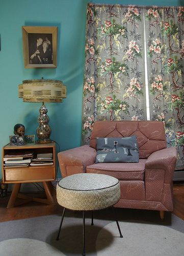 Retro Design: I would necessarily do this in my house, but I love the 50s inspired living room.