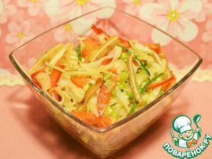 Салат с рисовой лапшой и свиными ушками