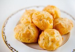 Chili Cheese Puffs:  24 puffs; 23 calories, 1 g fat, 1.8 g carbs, 0 fiber, 1.3 g protein, 1 points+ per puff