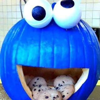 Creative Pumpkin Ideas! Man – I so wish I was this creative! #CookieMonster #pumpkin #Ideas #HalloweenIreland #HalloweenFun #halloweendecorations #halloweentreats #halloweeniscoming #ScaryStuff #halloween2016 #halloween2016🎃