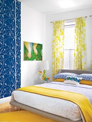 LoVe THiS BeDRooM. SuCCeSSFuLLy MiX BoLD PaTTeRNS By KeePiNG a DeFiNeD CoLoR PaLeTTe aND PLayiNG WiTH SCaLe.