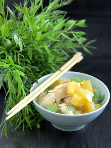 sauce soja, ananas, blanc de poulet, huile d'arachide, cube de bouillon, sucre fin, maïzena, sel