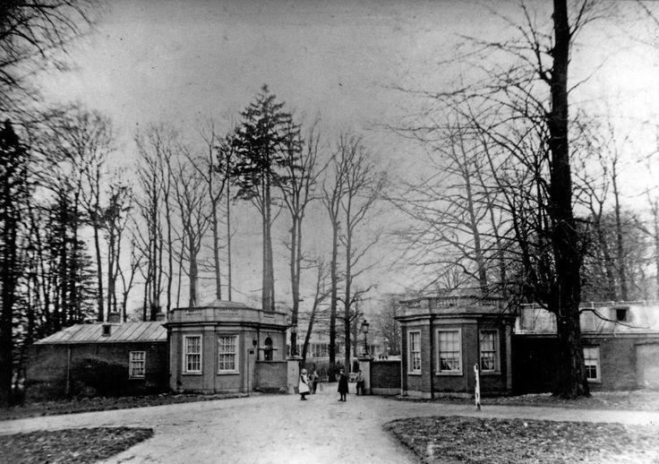 De ingang van Park Sonsbeek aan de Apeldoornseweg, gefotografeerd in 1920