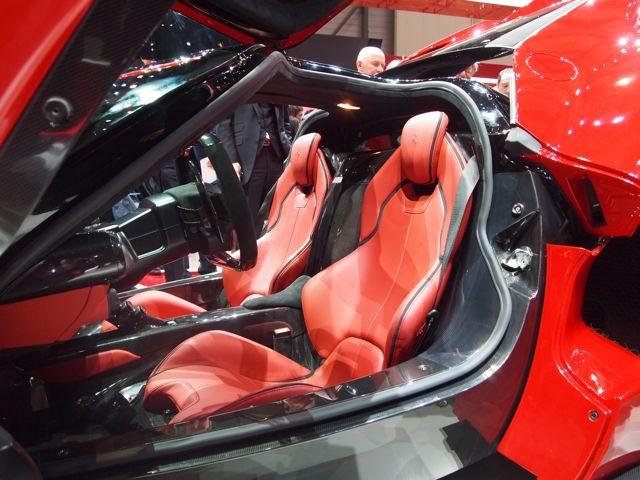 Salone di Ginevra 2013. La Ferrari. Gli ingegneri di Maranello hanno fatto ampio uso di materiali ultraleggeri. http://giornalemotori.it/69653/laferrari-regina-di-svizzera/#