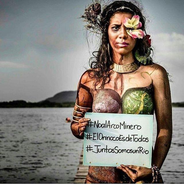 La explotación minera y sobre todo en la extraordinaria escala que se contempla en el #ArcoMinerodelOrinoco significa obtener ingresos monetarios a corto plazo a cambio de la destrucción socio-ambiental irreversible de una significativa proporción del territorio nacional y el etnocidio de los pueblos indígenas de la zona.  No hay ninguna tecnología de minería a gran escala que sea compatible con la preservación ambiental.  Las experiencias internacionales son contundentes. La rica…