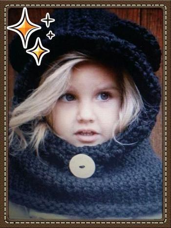 Incontournable accessoire pour enfant et bébé quand la bise viendra. Les tout petits ne peuvent pas l'enlever d'eux même ça aussi c'est attractif. Matériel : *aiguilles circulaires n° 8 (6/9 mois)-9 (bébé et enfant)-10 (adulte) *un crochet 9mm *une aiguille...