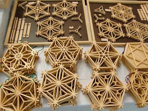 「組子」ってご存知ですか?和室などの障子や、欄間、床の間の明りとり、あるいは寺社、伝統的な和建築の宿などで、いまも立派な組子の建具が見られます。でも今やこ...