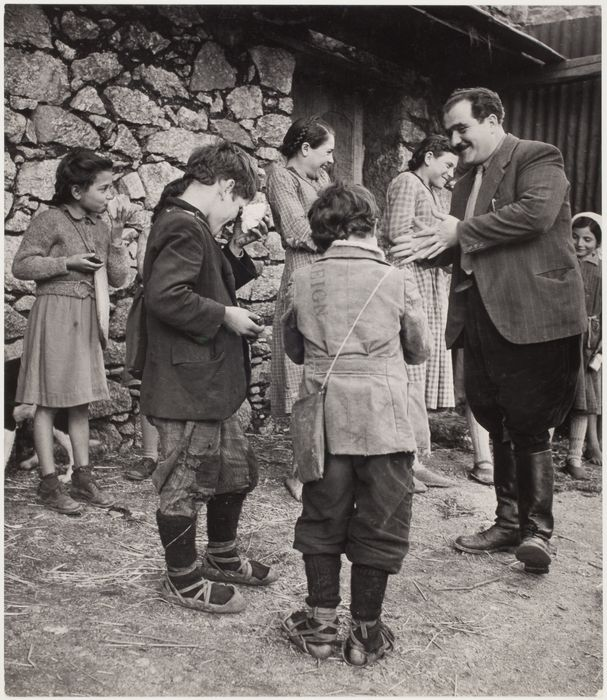 Village school lunch recess, Rogiano Gravina, Calabria, Italy 1950
