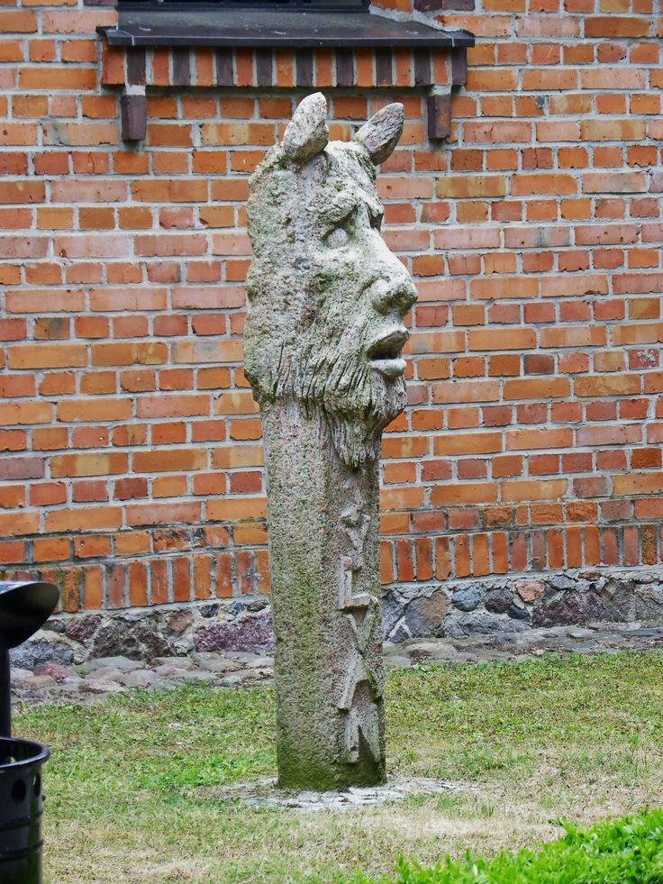 Gołuchów - Silvanus (Sylwan[1], łac. Silvanus) – w mitologii rzymskiej pierwotnie bóg lasów i dzikiej przyrody, utożsamiany z Marsem. W późniejszym okresie uznawany za boga pól, trzód, sadów, zagajników, rolnictwa oraz opiekuna domu i majątku.