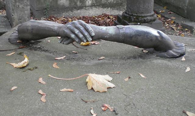"""Hand in Hand "", Pere Lachaise cemetery ,Paris"