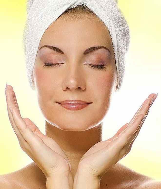 Çörek Otu Yağı Nasil Kullanılır Çörekotu yağı hücre yenileyici özelliğe sahip olduğu için cilt ve saç bakımında kullanıldığında pek çok sorunun çözümü olur. Yüz için kullanıldığında cildi nemlendirir, hücreleri yeniler, cilt lekelerini ortadan kaldırır. Vücutta oluşan cilt çatlakları için kullanıldığında çatlak giderici özelliğe sahiptir.Çörekotu yağı saçların dökülmesini engeller ve saç derisini nemlendirir. Egzama gibi ciltte …
