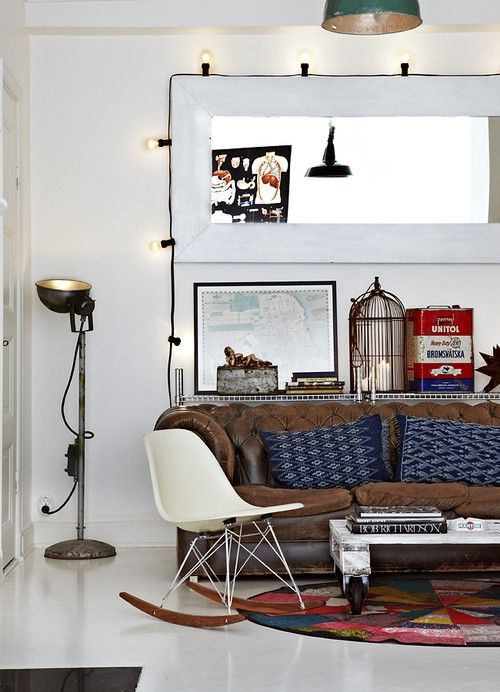 Living roomLeather Couch, Leather Sofas, Design Interiors, Livingroom, Eames, Interiors Design, Living Room, Chesterfield, String Lights
