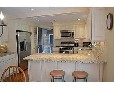 L shaped kitchen - would look great in my mothers kitchen