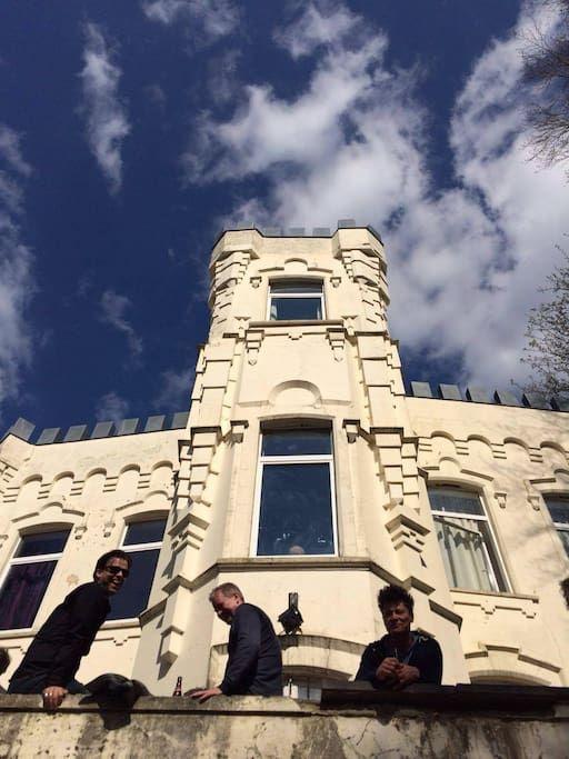 Maison à Verviers, Belgique. Vrijstaande Karakteristieke villa omringd door tuin…