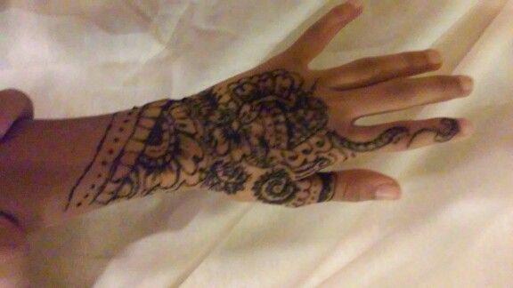 Henna/ Mandhi design I did on my friend!