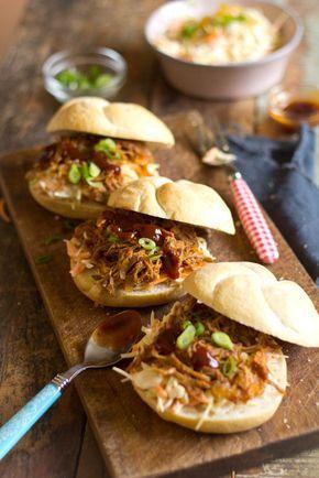 Recept voor Amerikaanse Pulled Pork. Een recept voor draadjesvlees van varkensschouder. Slow cooking. Pulled pork leent zich uitstekend voor een grote groep