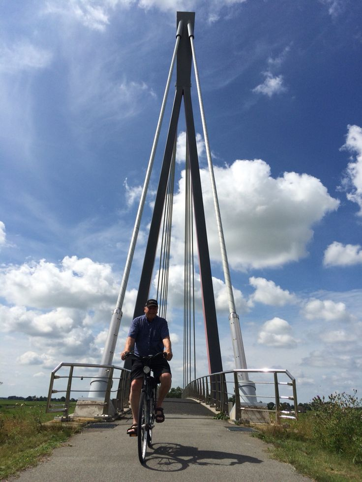 Hollandse lucht bij fietsbrug tussen Franeker en Hitzum #dutchskies