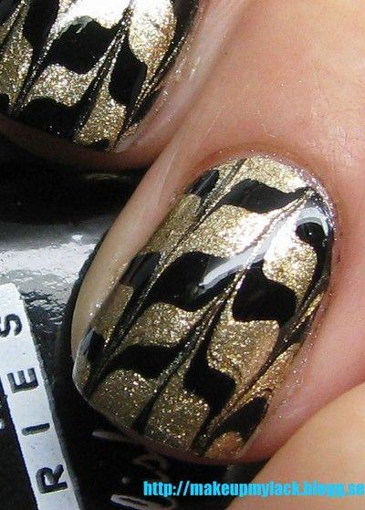 marble nail decals using ziploc baggie
